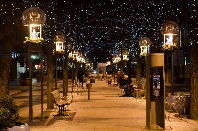 クリスマスの日に新しい道を歩むために別れ