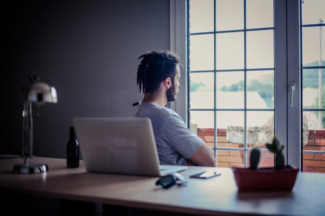 職場恋愛の別れを辛いと感じた時の男性の4つの対処法