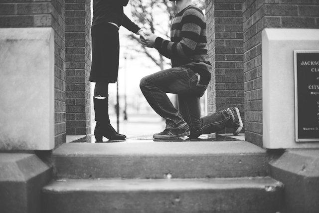 恋愛対象外から逆転!女性の心を動かした理由は?